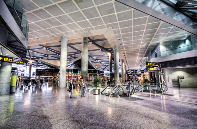 Estepona: 6 ways to get to one of the jewels of Costa del Sol: Aeropuerto de Málaga