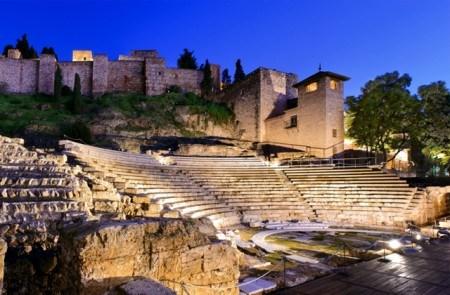 Alcazaba y teatro por la noche