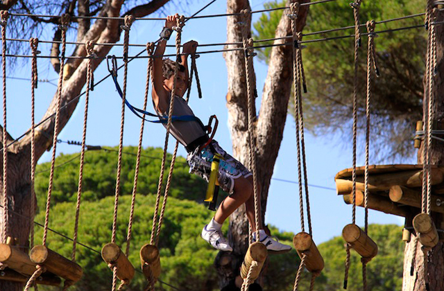10 activities for all the family in Costa de la Luz: Entre Ramas Aventura Imagen de entreramas.com