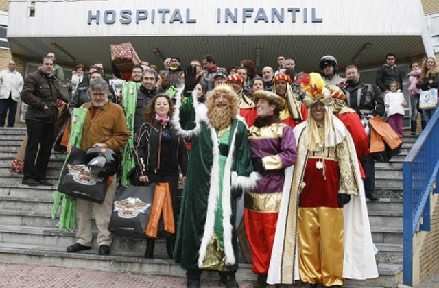 "The Reyes Magos or Three Wise Men are on their way: Los Reyes Magos de ""Hog Sevilla Chapter"""