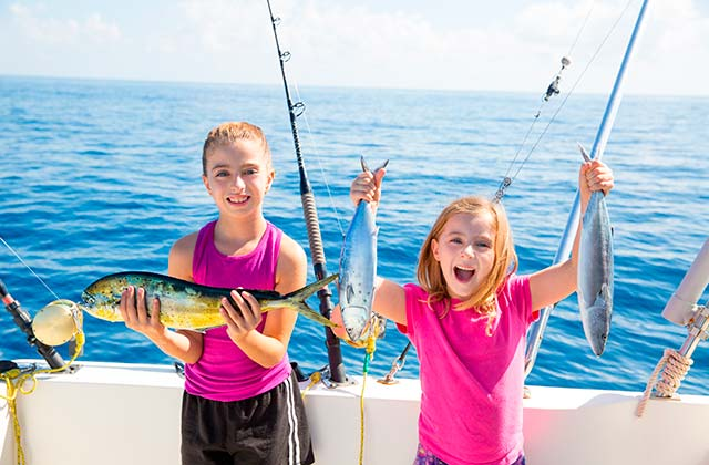 Actividades para la familia en la Costa de la Luz - pesca en familia Huelva