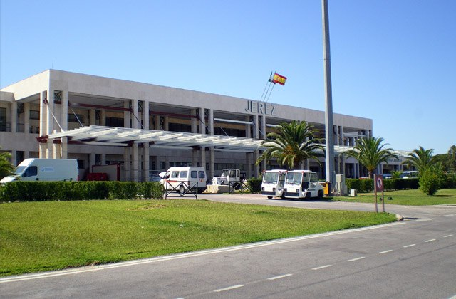 Conil: 6 ways to get to a dream location on the Costa de la Luz: Aeropuerto de Jerez