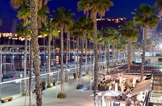 Muelle Uno Málaga, restaruantes - Crédito editorial: akturer / Shutterstock.com