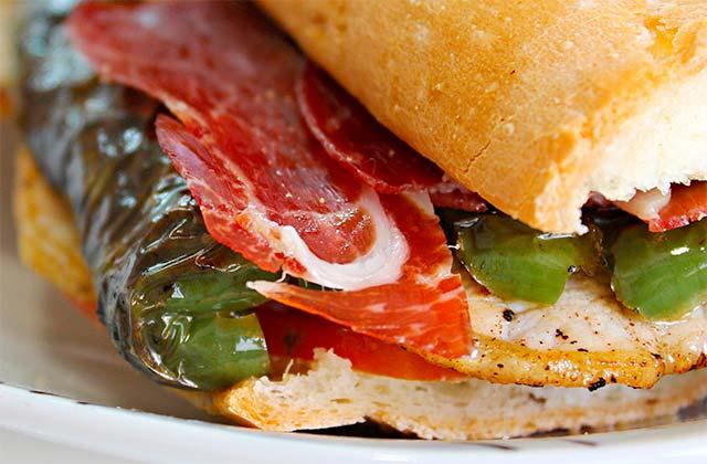 Los desayunos en Andalucía: Serranito