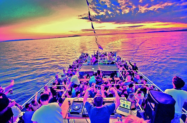 Fiestas en barco a motor