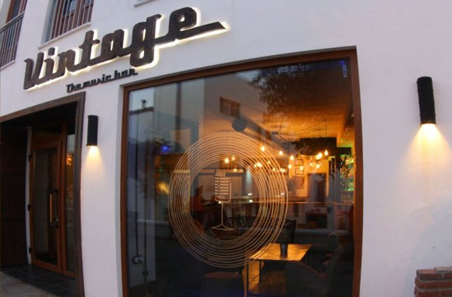 Conil: 9 pubs and clubs where you can experience the wildest nights of the year: Conil Nightlife - Vintage-The Music Bar