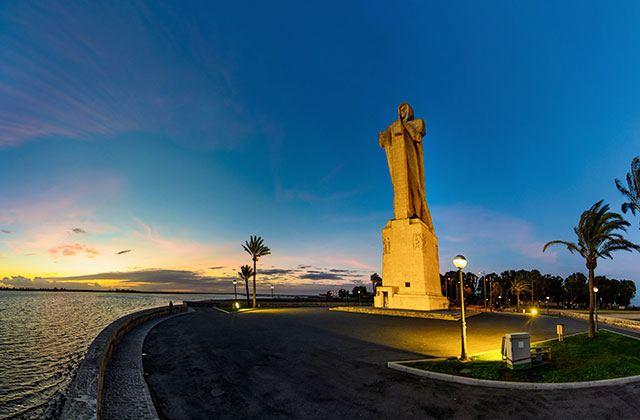 Huelva, estatua de Colón