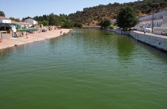 Las 20 piscinas naturales m s impresionantes de andaluc a for Piscinas naturales sevilla