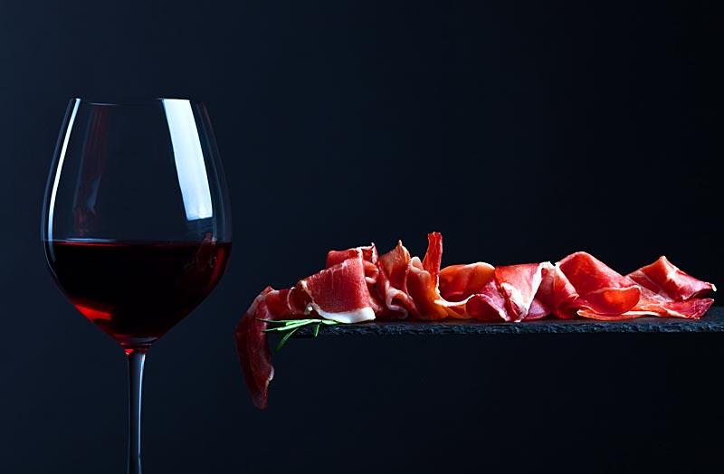 Vino de Huelva y productos de Jabugo