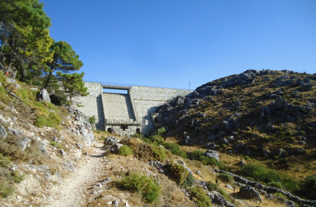 Grazalema hiking trails - PRESA DEL FRESNILLO