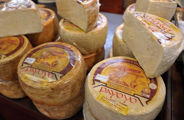 Ruta de los quesos de Cadiz - queso de cabra payoya de Villaluenga