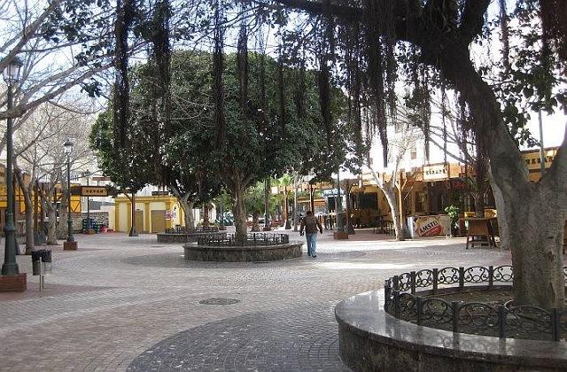 Vida nocturna en Nerja - Plaza Tutti fruti