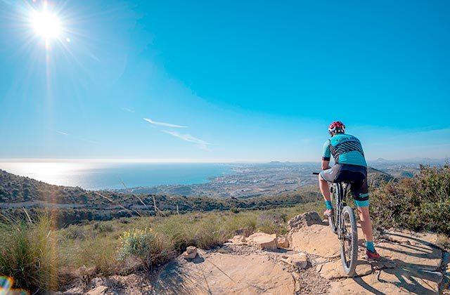 Cicloturismo Montes Málaga - Crédito: Alfredo Maiquez / Shutterstock.com