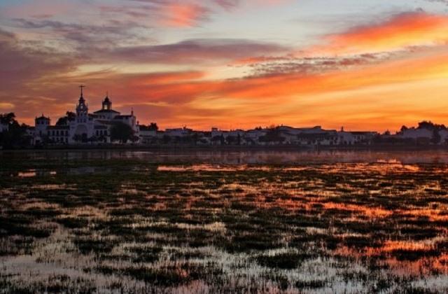 Sunsets in Andalucia - las Marismas del Rocío en Huelva, Doñana. Imagen extraída de efetur.com