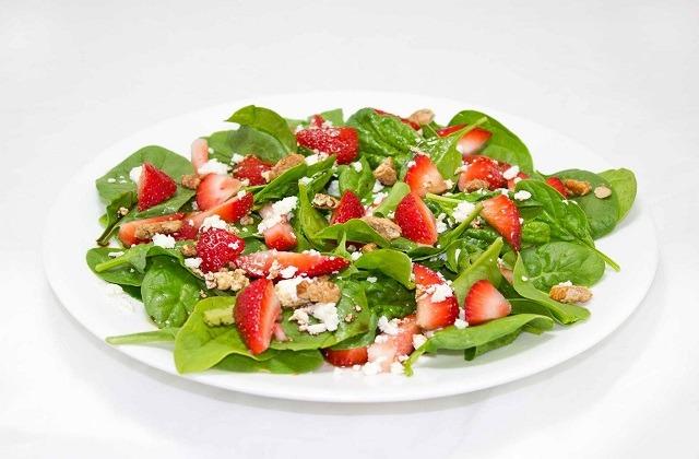 Huelva Erdbeeren - Salat mit Spinat und Erdbeeren