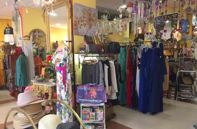 Einkaufen in Nerja - Azabache