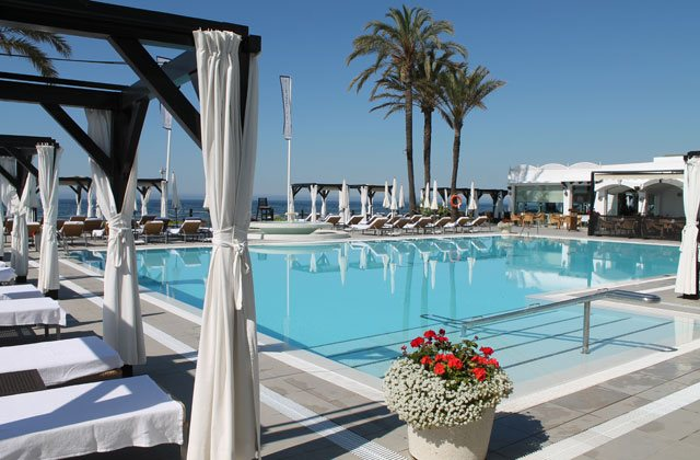 Marbella beach clubs - LA CABANE BEACH CLUB-