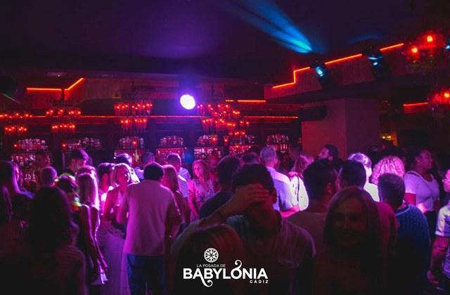 Vie nocturne à Cadix - babylonia