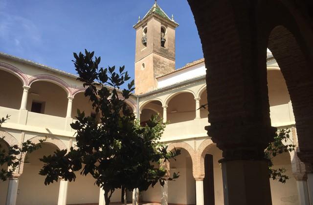 Cosas que ver y hacer en Vélez Málaga - claustro