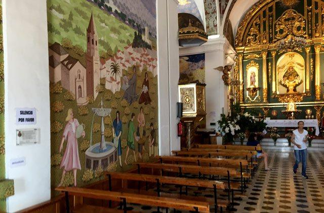 Cosas que ver y hacer en Vélez Málaga - interior ermita los remedios