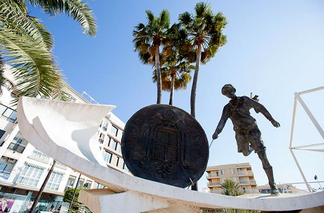 places of interest and Estepona monuments - esculturas de calles