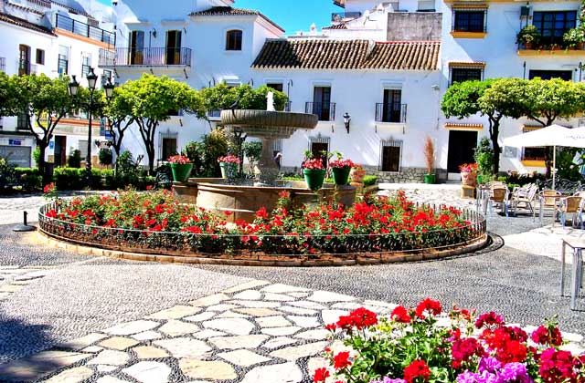 places of interest and Estepona monuments - Plaza de las Flores