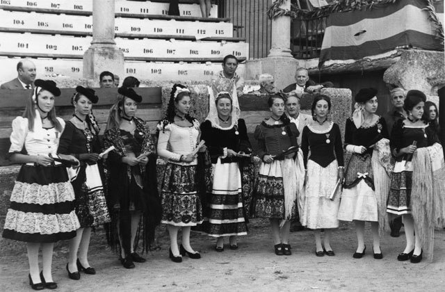 Ronda Fair - Damas Goyescas Feria de Ronda 1972. Foto de Cuso, del Archivo fotográfico de la Real Maestranza de Caballería de Ronda