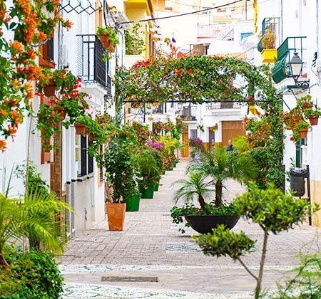 Casco Antiguo Estepona - credit: Swedishnomad.com - Alex W / Shutterstock.com
