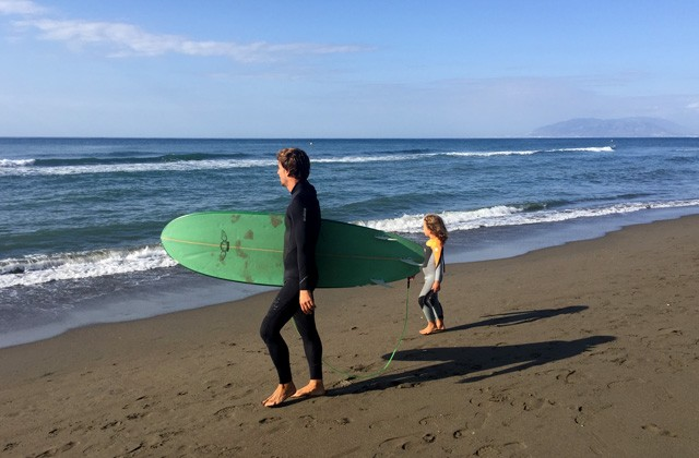 beneficios de la playa en otoño - surf
