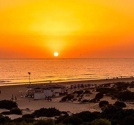 20 cosas que hacer en Andalucía - atardecer La Barrosa