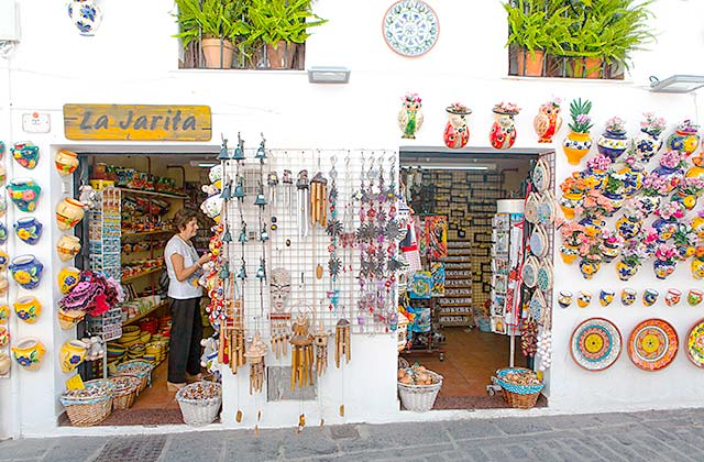 De compras en Mijas Pueblo - Crédito editorial: David MG / Shutterstock.com