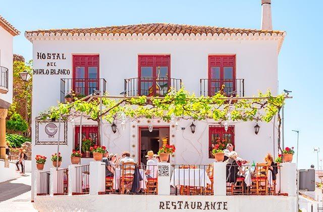 Restaurante Mirlo Blanco Mijas - Crédito editorial: elRoce / Shutterstock.com