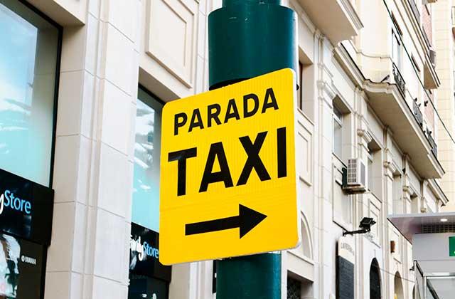 Feria de Málaga - taxi - Crédito editorial: No-Mad / Shutterstock.com