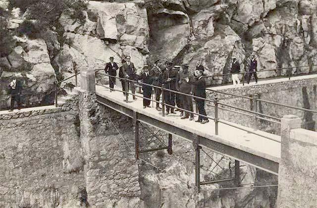 König Alfonso XIII. und der Staudamm von Guadalhorce