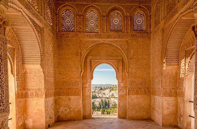 cosas que ver y hacer en Andalucía - ventana árabe de EL Albayzin