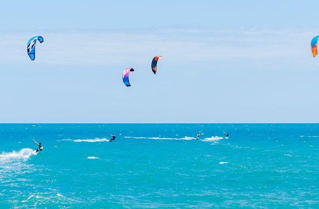 Kitesurf Marbella, Crédito editorial: Q77photo / Shutterstock.com