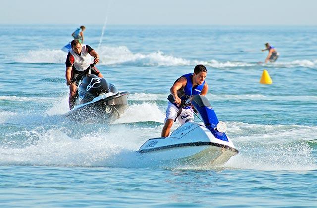 Motos de agua Marbella, Crédito editorial: Caron Badkin / Shutterstock.com